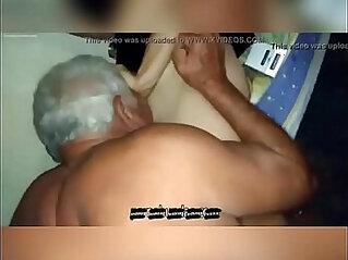 Avo chupa boquete na neta novinha gostosa Avo sucks blowjob on her hot young gra