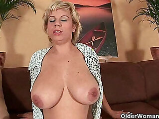 Soccer mom works her mature pussy with dildo