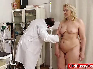Blond milf explored by cunt doctor